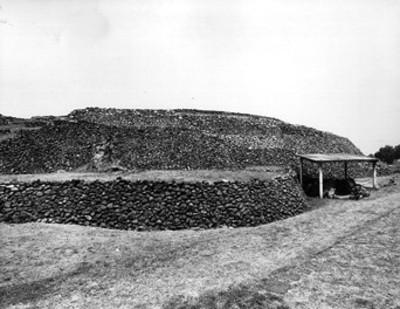 """Cámara y pirámide de Cuicuilco, """"CXXX-74"""""""