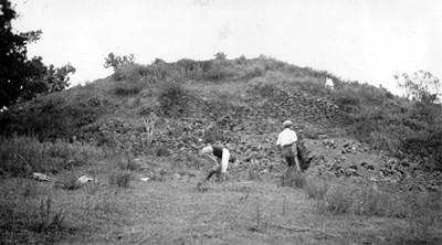 Basamento piramidal sin desmontar en Zacatepec, XXX-89