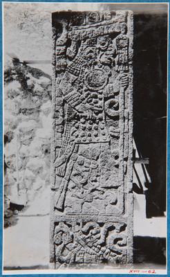 Columna con relieves, detalle