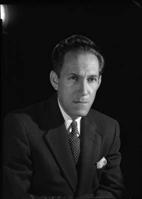 Gonzalo Curiel con saco y corbata, retrato