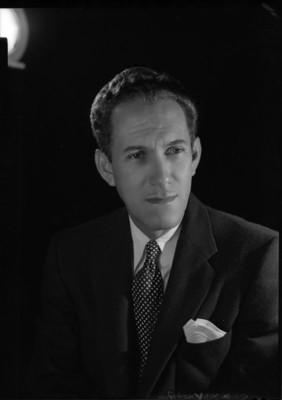 Gonzalo Curiel, compositor, retrato de busto