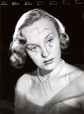 Irasema Dilián, rostro inclinado y de frente, retrato