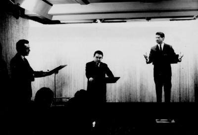 Ignacio López Tarso y otros actores en cabina de televicentro