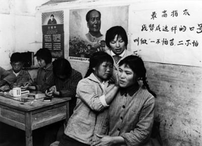 Estudiantes durante clase de acupuntura