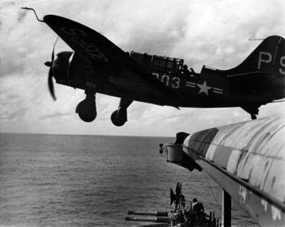 """Avión """"303 PS"""" de la fuerza aérea durante vuelo"""