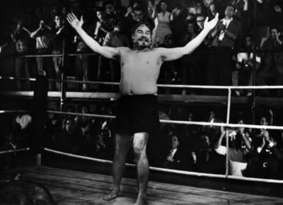 Luchador recibe ovación del público