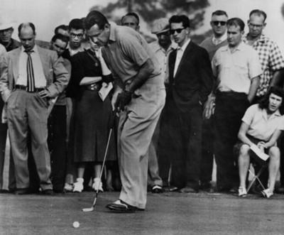 Golfista durante juego