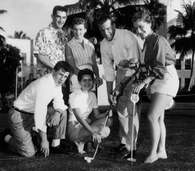 Golfistas en un campo deportivo, retrato de grupo