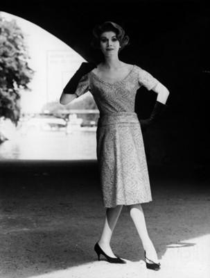 Modelo luce blusa y falda, retrato