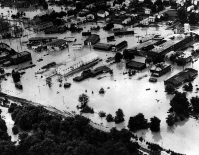 Poblado afectado por inundación, panorámica