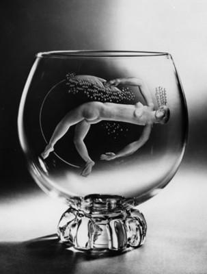 Copa de de cristal con detalle en relieve