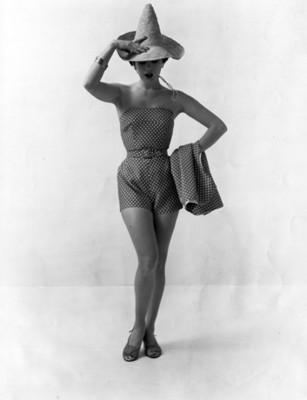 """""""Addie Masters"""" modela """" traje de baño"""" estampado"""