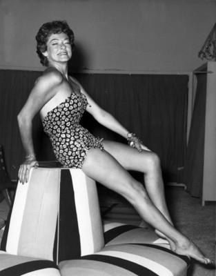 """""""Mujer porta traje"""" de baño """"estampado tipo top, retrato"""""""