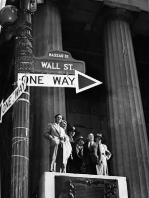 Periodistas sovieticos en la calle Wall Street retrato de grupo
