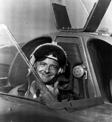 Piloto en cabina de avión