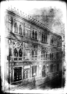 """Edificio ubicado en la calle """"Uruguay #45"""", fachada, vista lateral"""