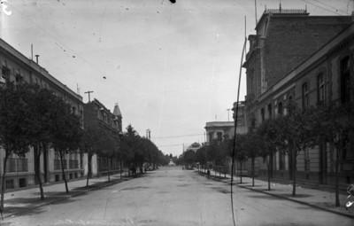 """Calle de """"Dinamarca"""", al fondo el monumento a George Washington"""