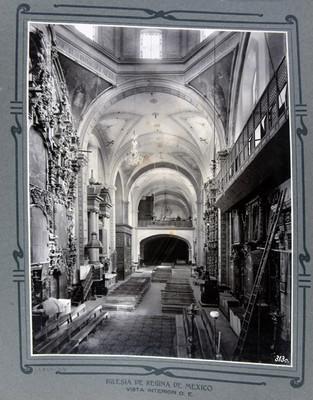Vista de la nave central altares laterales y coro