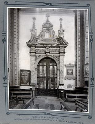 Portada de una capilla lateral, interior