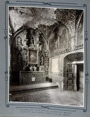 Altar de una capilla junto a la de Loreto