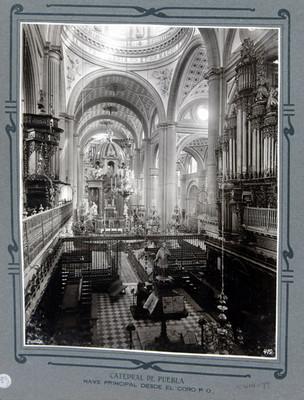 Nave principal, coro y altar mayor