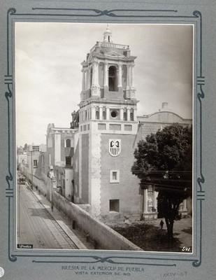 Fachada lateral y torre
