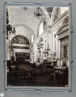 Altares laterales, vista hacia el coro