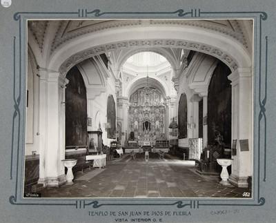 Nave central, vista hacía el retablo del altar mayor