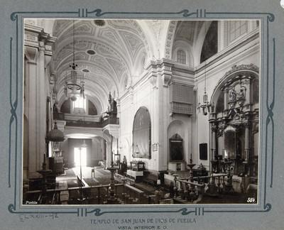 Altar del crucero y vista hacia el coro