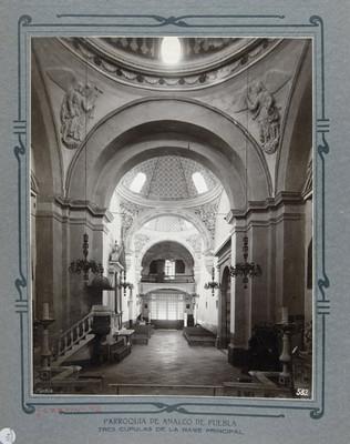 """Nave principal, vista hacía el coro """"Tres cúpulas de la nave principal"""""""