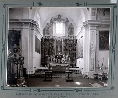 Altar de la capilla lateral
