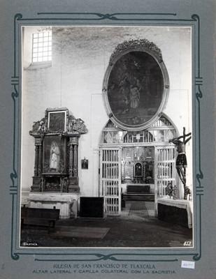 Altar lateral y Capilla colateral con la Sacristía