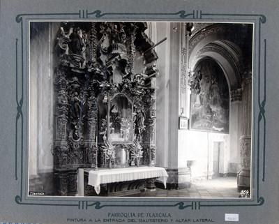 Altar lateral y pintura a la entrada del Bautisterio