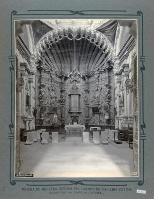 Altar de una Capilla lateral en la Iglesia de Nuestra Señora del Carmen