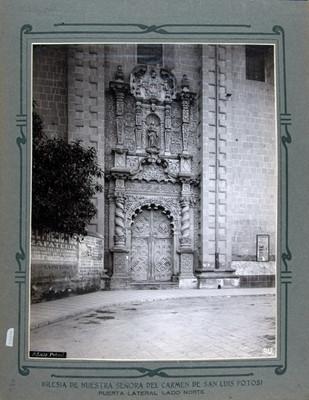 Vista de la portada lateral de la Iglesia de Nuestra Señora del Carmen