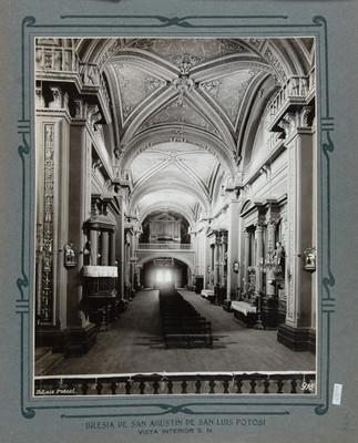 Vista hacia la nave principal y el coro de la Iglesia de San Agustín