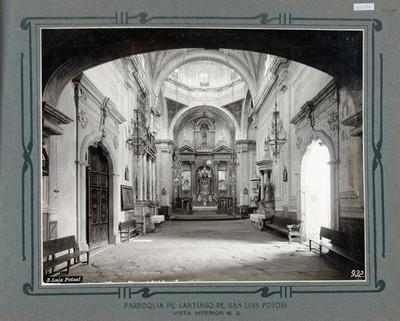 Vista de la nave principal y altar Mayor de la Iglesia de Santiago