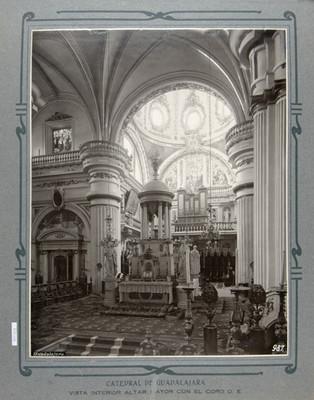 Altar mayor con el coro