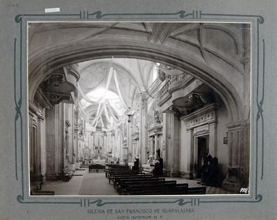 Nave principal, vista hacia el altar mayor