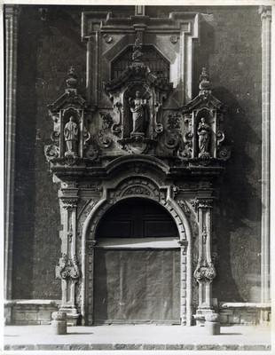 Las Vizcaínas, puerta de la iglesia