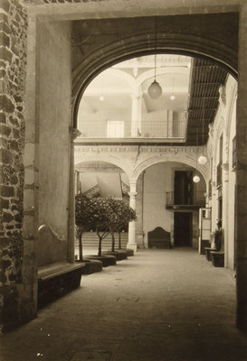 Casa de los Condes de Miravalle. El patio desde la entrada