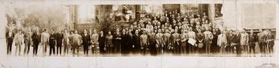 Francisco R. Serrano rodeado de partidarios, retrato de grupo