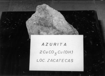 """""""Azurita"""", fragmento con nombre y fórmula química"""