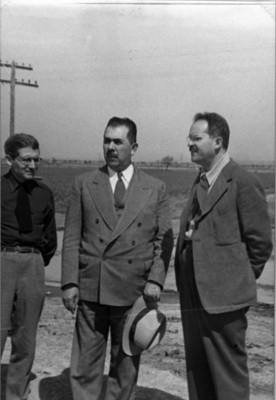 El presiente Lázaro Cárdenas con Felipe Teixidor y el hermano de Marco Buenrostro