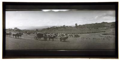 Jinetes y carretas en un llano, paisaje