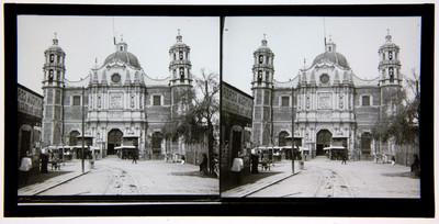 Fachada principal de la Basílica de Guadalupe