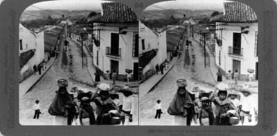 "Vista de la Calle Colón. ""Colón Street in quaint and beautiful old Jalapa"""