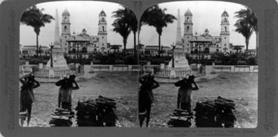 "Catedral y vista de la plaza en Córdoba Veracruz. ""Catedral and the beautiful plaza, Córdoba"""