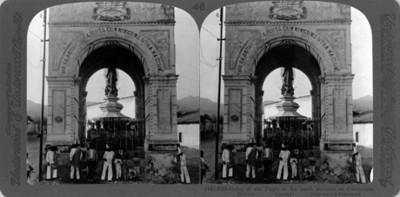 """Monumento con la virgen en la entrada norte de Cuernavaca. """"shrime of the Virgin at the north entrance to Cuernavaca"""""""