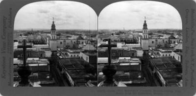 Vista sur de la Catedral en la ciudad de León